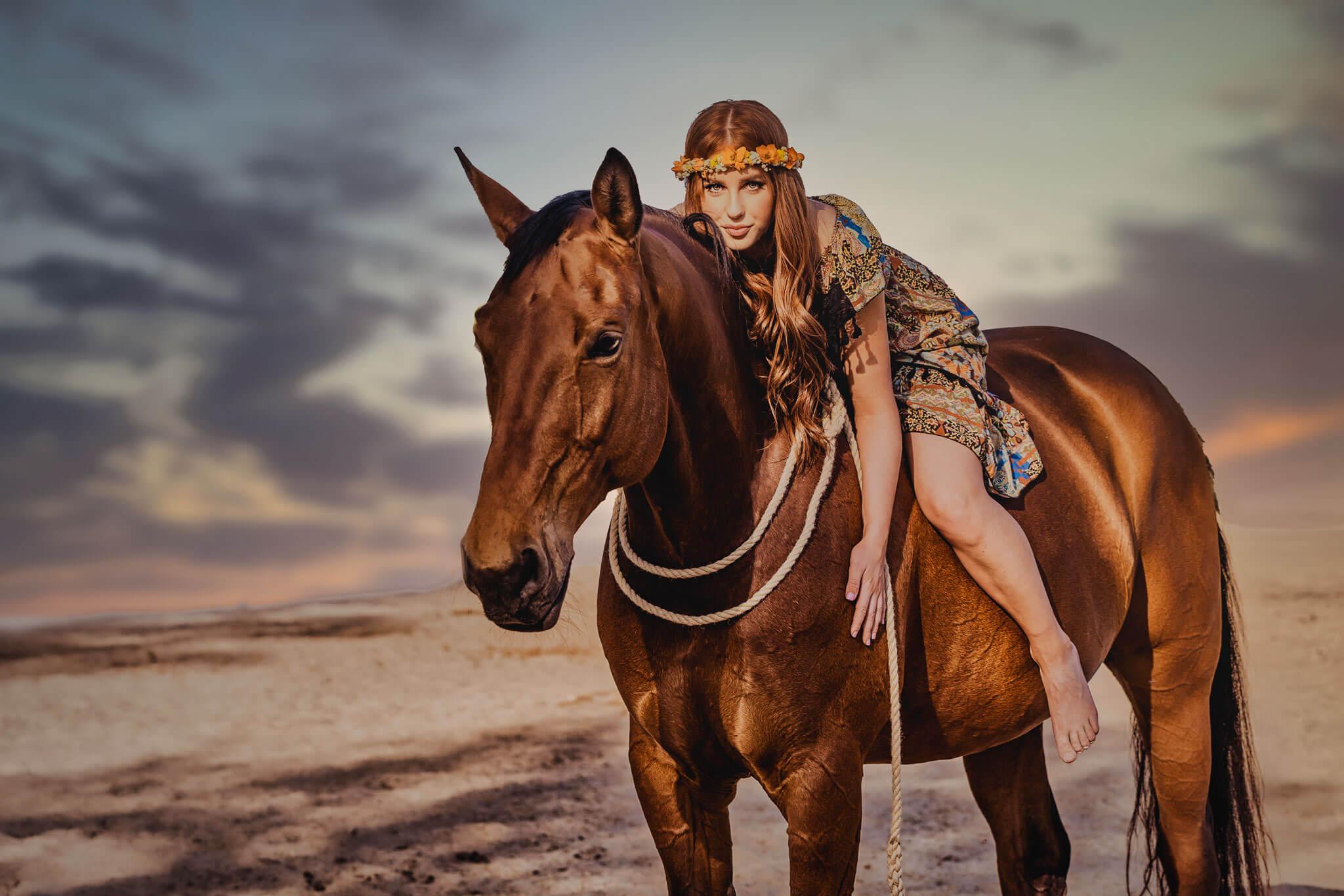 Marion-Luerkens-Fotokunst_Pferd-Frau_Himmel