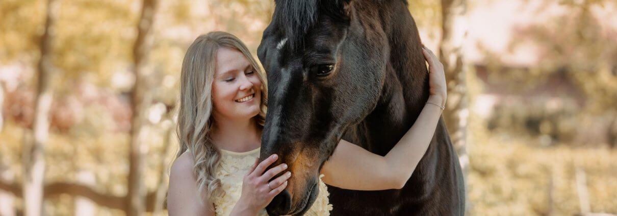 Maedchen-mit-Pferd