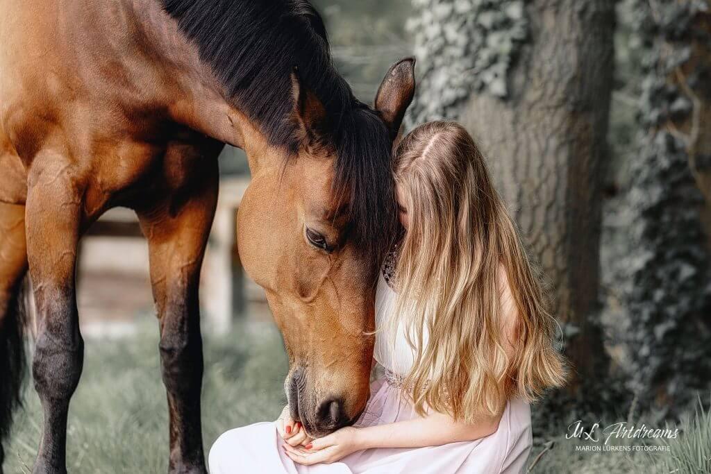 Pferdemaedchen-Vertrauen-Pferdeliebe