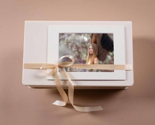 Passepartoutbox-mit-deinen-Bildern-auf-Fotokarten
