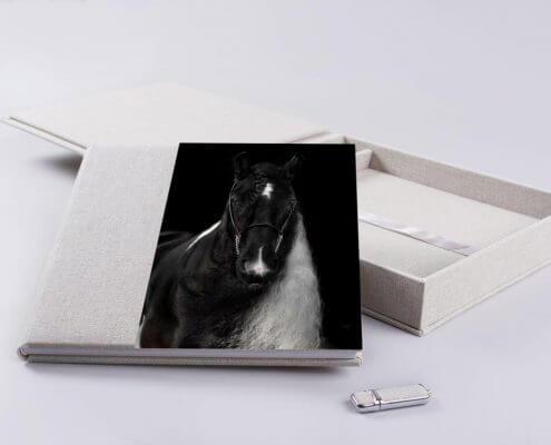 Fotoalbum-mit-Acrylcover-Low-Flat-Bindung-in-edler-Leinenoptik